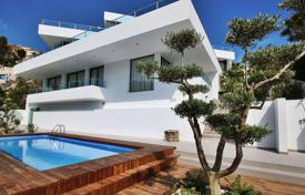 Houses with pools from developers for sale in Spain. MODERN VILLA IN ALTEA HILLS