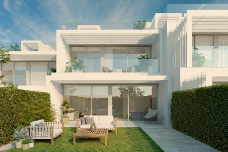 Townhouses for sale in San Roque. La Finca is a residential complex of 176 luxury homes adjoining La Cañada Golf Club