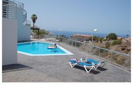 Cheap townhouses for sale in Tenerife. Modern townhouses with sea views in Callao Salvaje, Tenerife, Spain
