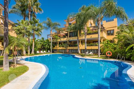 Luxury 3 bedroom houses for sale in Costa del Sol. Private Villa in Bahia de Banus (walking distance from port)