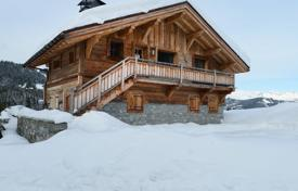 4 bedroom houses for sale in Megeve. Cottage with a mountain view, Megeve, France