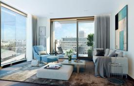 Apartments for sale in London. Sunny studio apartment in a residence with a concierge, a swimming pool and a spa, on the bank of the Thames, London, Great Britain
