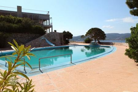 Property to rent in Attica. Villa - Porto Rafti, Attica, Greece