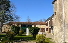 Chateaux for sale in Europe. Historic castle with a picturesque park, 5 minutes from Saint-Girons, Ariège, France