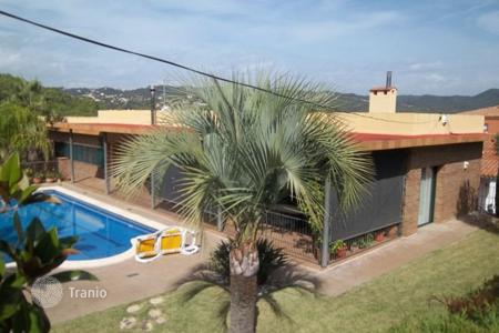 Coastal chalets for sale in Catalonia. House urb. Condado de Jarugo