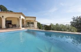 4 bedroom houses for sale in Castell Platja d'Aro. Spacious villa with a pool, a veranda and sea views, in a prestigious area, Castell Platja d'Aro, Spain