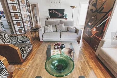 4 bedroom apartments for sale in Barcelona. Nice apartment in the Eixample district, near the center of Barcelona