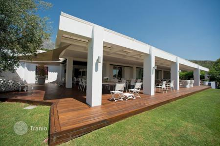 Luxury residential for sale in Malaga. Villa for sale in Cascada de Camojan, Marbella Golden Mile