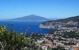 Apartments for sale in Campania. Spacious apartment with a balcony, in 500 meters from the sea, Sorrento, Italy