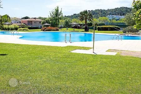 Apartments with pools for sale in Catalonia. Apartment – Castell Platja d'Aro, Catalonia, Spain