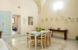 Houses for sale in Casarano. Renovated historic villa with a large garden, a porch and a terrace, Casarano, Italy