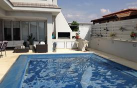 5 bedroom houses for sale in Nicosia. Detached house with s/pool in Lakatamia