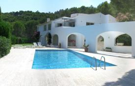 Houses with pools for sale in Gerona (city). Two-storey villa with a pool, a garden and a sea view, near the beach of Sa Riera, Begur, Spain