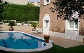 Houses with pools for sale in Tarragona. Cozy villa with a private garden, a pool and a garage, Cambrils, Spain
