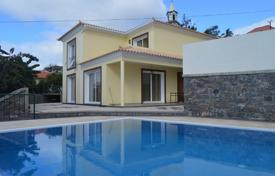 Houses for sale in Funchal. Four-bedroom house for sale