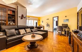 Apartments for sale in L'Eixample. An apartment with terrace in need of refurbishment in Eixample Dret
