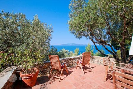 Luxury houses for sale in Tuscany. Prestigious villa for sale in one of the most evocative and beautiful parts of Monte Argentario, close to Porto Santo Stefano