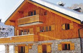 5 bedroom villas and houses to rent in Meribel. Traditional style chalet with outdoor jacuzzi and parking at the ski resort Maribel, France