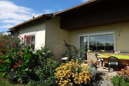 Property for sale in Lower Austria. A cozy house on a large plot of land near Stockerau