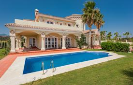 Luxury 4 bedroom houses for sale in Estepona. Splendid New Villa in Selwo, Estepona
