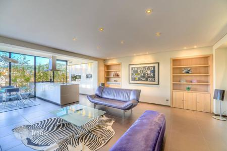 Luxury 4 bedroom apartments for sale in Cannes. Cannes — Penthouse in the heart of the city