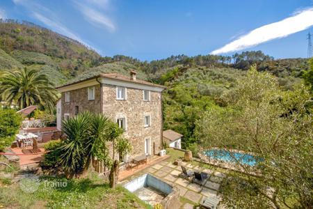 Villas and houses for rent with swimming pools in Liguria. Villa Gelsomino