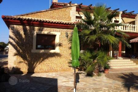 Property for sale in Los Montesinos. 4 bedroom villa with private pool, riding zone with 6 horses facing the mountain in Los Montesinos, Torrevieja