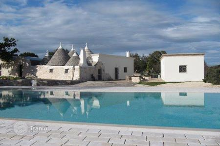 Houses with pools for sale in Apulia. Villa – Martina Franca, Apulia, Italy
