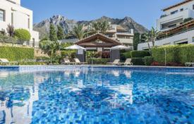 Luxury 3 bedroom apartments for sale in Marbella. Completely refurbished duplex penthouse with panoramic sea views in Imara