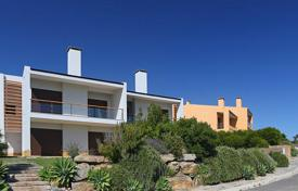 Villa overlooking the Atlantic Ocean in a condominium, in the picturesque Sintra-Cascais Natural Park, the village of Marinha Guincho for 1,516,000 $