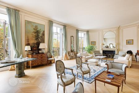 5 bedroom apartments for sale in Paris. Paris 16th District – A stunning near 450 sqm apartment