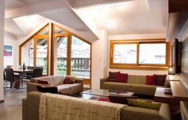 4 bedroom apartments for sale in Auvergne-Rhône-Alpes. Penthouse apartment with four bedrooms in the centre of Morzine, France