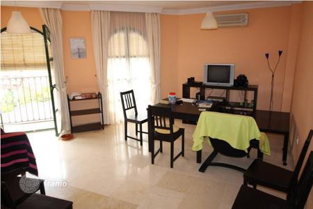 Cheap apartments for sale in Fuengirola. Top Floor Apartment, area Costa del Sol, location Fuengirola, 4 bedrooms