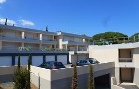Apartments with pools for sale in Saint-Tropez. Studio apartment in a luxury residence in a prestigious area in the Var department, the Gulf of Saint-Tropez