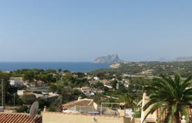 2 bedroom apartments by the sea for sale in Moraira. Townhouse of 2 bedrooms in a complex with gardens and pool in Moraira