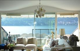Apartments with pools for sale in Lake Como. Well-kept apartment with an independent entrance and views of the lake in a historic residence with a park, a pool and a dock, Blevio, Italy