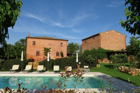 Houses with pools for sale in Montepulciano. Villa - Montepulciano, Tuscany, Italy