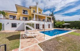 Houses with pools for sale in Southern Europe. Beautiful Mediterranean Villa, El Paraiso Alto, Benahavis