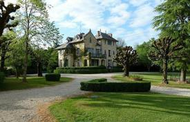 Property for sale in Aquitaine. Chateau with holiday cottages and 4 hectares of land