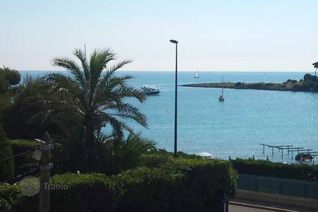 Property for sale in Côte d'Azur (French Riviera). Lovely sea view, close to the beaches of Garoupe