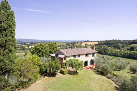 Houses for sale in Cetona. Exclusive farmhouse for sale in Cetona, Tuscany