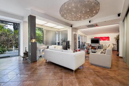 Luxury residential for sale in Italy. Apartment with an elegant design and large private garden in one of the most aristocratic districts of Rome — Vigna Clara