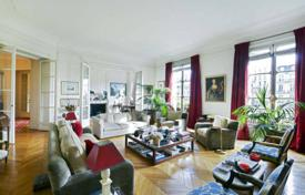 5 bedroom apartments for sale in France. Paris 16th District – Just a stone's throw from Trocadero and the Eiffel Tower