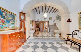 Property for sale in Majorca (Mallorca). Big historic house right in the center of Pollensa