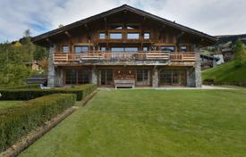 Residential for sale in Auvergne-Rhône-Alpes. Stunning chalet ski-in/ski-out — La Cry