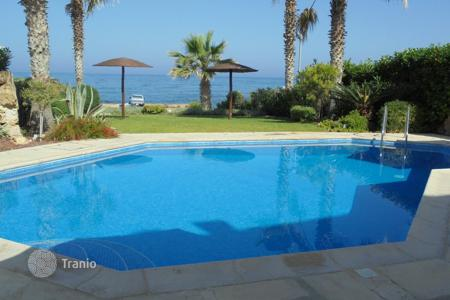 Luxury houses for sale in Chloraka. Luxurious 5 bedroom beachfront villa in Chlorakas