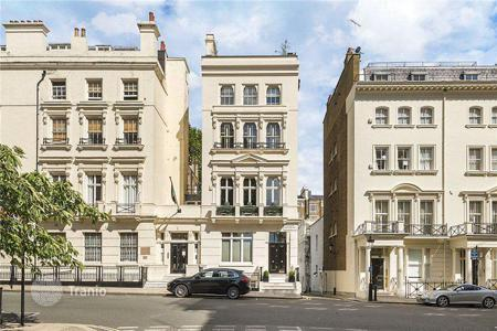 Houses for sale in London. Spacious house with roof terrace in London
