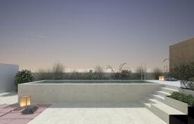 New homes for sale in Barcelona. New two-bedroom apartment in a house with a swimming pool, Les Corts, Barcelona, Spain