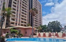 Cheap apartments with pools for sale in Adeje. Studio in a residential complex in Playa Paraiso, Spain. Communal swimming pool and parking, 200 meters from the beach