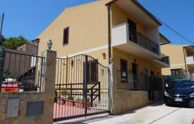 3 bedroom houses for sale in Sicily. Villette in calm and inhabited context to Valderice, Trapani